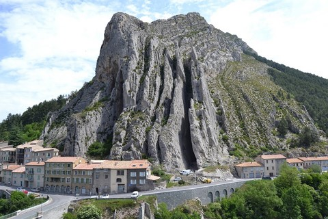 sisteron provence independent walking holiday